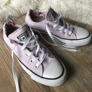 Women's Light Pink with flowers Converse size 6